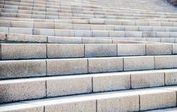 Scala di pietra della sabbia sul modo Fotografia Stock
