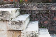 Scala di pietra grige invecchiate Fotografie Stock