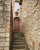 Scala e porta di pietra Immagini Stock