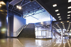 Scala ed indicatori luminosi sul soffitto i Fotografie Stock