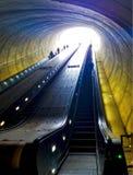 Scala mobile alla stazione della metropolitana del viale di Potomac del Washington DC, cercante fotografia stock libera da diritti