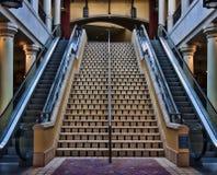 Scala mobile alta e scale giù Fotografia Stock Libera da Diritti