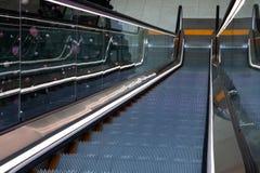 Scala mobile nel centro commerciale, vista superiore fotografie stock