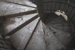 Scala rotonda di vecchia della stalla struttura di fine Immagine Stock