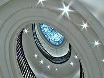 Scala a spirale con l'atrio di vetro Fotografie Stock