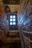 Scala stretta nel castello medievale immagini stock libere da diritti