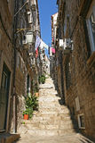 Scala strette della ciottolo-pietra in Ragusa immagine stock