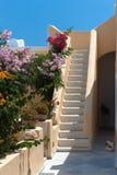 Scala in una casa su Santorini Fotografie Stock