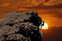 Scalando al tramonto Immagine Stock