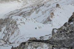 Scalando all'più alto picco del Sayan orientale Munku-Sardyk fotografie stock libere da diritti