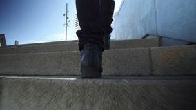Scalata scale, colpo di angolo basso stock footage