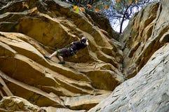 Scalatore della roccia sul tetto Fotografia Stock Libera da Diritti