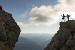 Scalatore di motivazione & di successo dell'alpinista Fotografie Stock Libere da Diritti