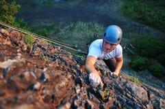 Scalatore di roccia che sale Immagini Stock Libere da Diritti