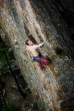 Scalatore maschio della roccia Fotografia Stock