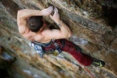 Scalatore maschio della roccia Fotografie Stock Libere da Diritti