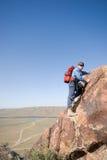 Scalatore su una roccia fotografie stock libere da diritti