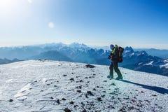 Scalatore sulla cima della montagna di Elbrus Fotografia Stock