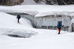 Scalatori che trovano modo fra le fessure, Himalaya Immagine Stock