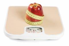 Scale, band och äpple royaltyfria foton
