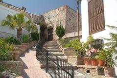 Scale che conducono all'entrata del castello di Salobrena fotografia stock libera da diritti