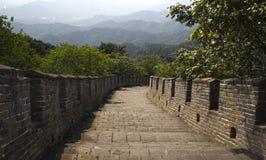 Scale che scendono la grande muraglia della Cina Fotografia Stock