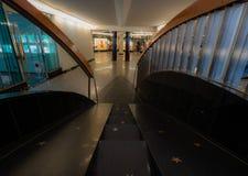 Scale con le stelle in un centro commerciale fotografie stock libere da diritti