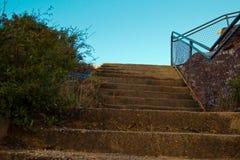 Scale concrete sulla pista della montagna in cespuglio australiano fotografie stock libere da diritti