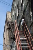 Scale d'acciaio dell'appartamento dell'uscita di emerbency. Fotografia Stock