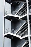 Scale d'argento di emergenza in costruzione grigia immagini stock