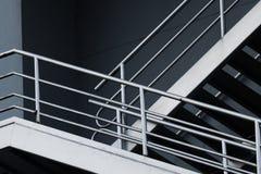 Scale d'argento di emergenza in costruzione grigia fotografie stock