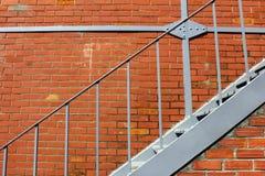 Scale del ferro e un muro di mattoni Fotografia Stock