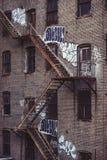 Scale dell'uscita di sicurezza su una vecchia costruzione esteriore a New York, Manhattan Fotografia Stock