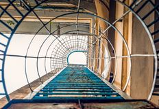 Scale della via al tetto fotografie stock