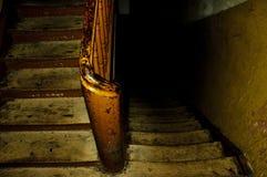 Scale di legno in vecchia casa Immagine Stock Libera da Diritti
