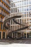 Scale di riscrittura - scultura senza fine degli strairs a Ganghoferstrasse fotografie stock