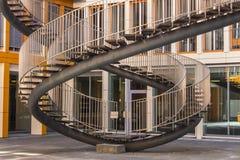 Scale di riscrittura - scultura senza fine degli strairs a Ganghoferstrasse immagine stock libera da diritti