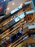 Scale mobili del centro commerciale Immagini Stock