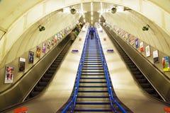 Scale mobili a Londra sotterranea Fotografia Stock Libera da Diritti