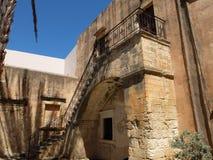 Scale nel monastero immagine stock