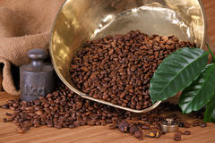 Scale pan with weight and coffee beans Royalty Free Stock Photography