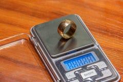 Scale per la pesatura dei gioielli Immagine Stock