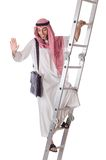 Scale rampicanti dell'uomo d'affari arabo su bianco Fotografie Stock Libere da Diritti