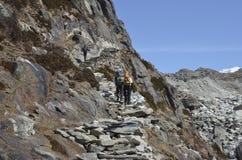Scale sul viaggio al campo base di Everest Immagini Stock Libere da Diritti