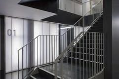 Scale in ufficio moderno Immagini Stock Libere da Diritti