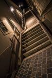 Scale in un vicolo alla notte Fotografia Stock Libera da Diritti