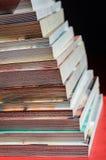 Scale variopinte dei libri impilati Fotografie Stock Libere da Diritti