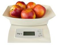 Scales med persikor Arkivfoton
