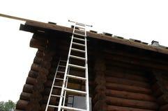 Scaletta del tetto e reticolo delle mattonelle fotografia stock