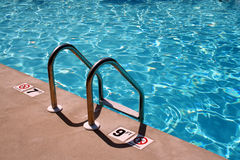 Scaletta della piscina Fotografie Stock